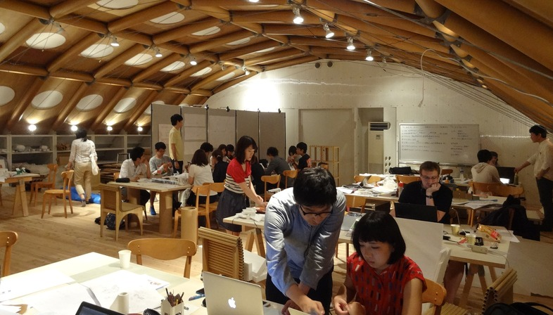 Studio con struttura in tubi di cartone a Kyoto e Parigi – Shigeru Ban