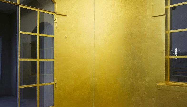 La ristrutturazione di una distilleria diventa la Fondazione Prada a Milano di OMA Rem Koolhaas