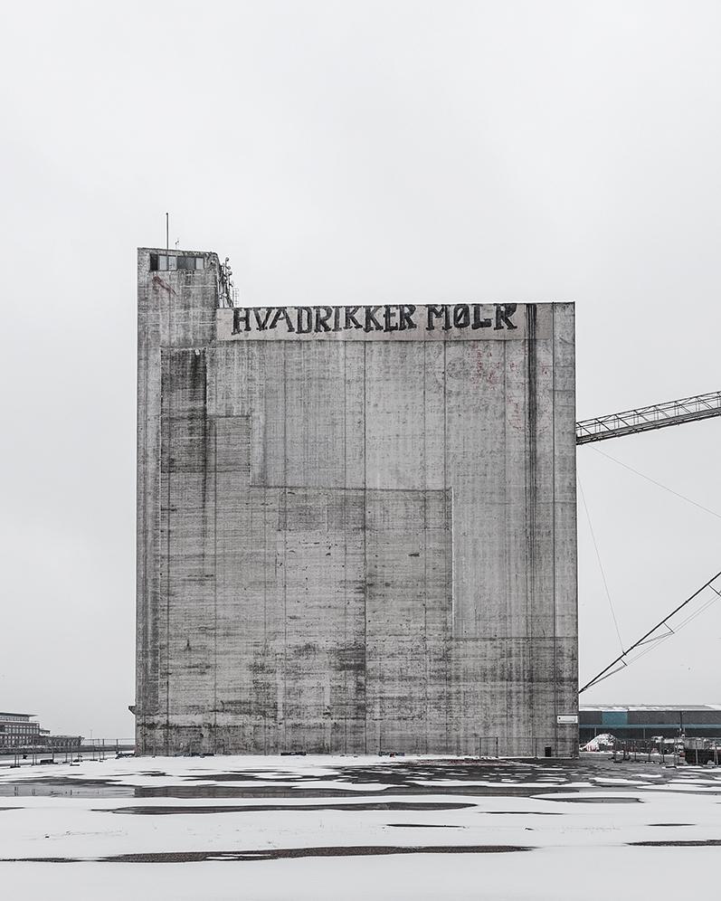 Appartamenti nel silos con facciata in acciaio galvanizzato, dei Cobe architects