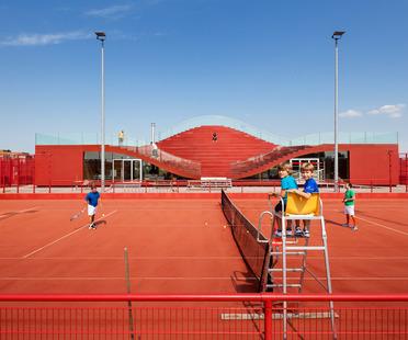 Tennis club verniciato a caldo con polimero EPDM
