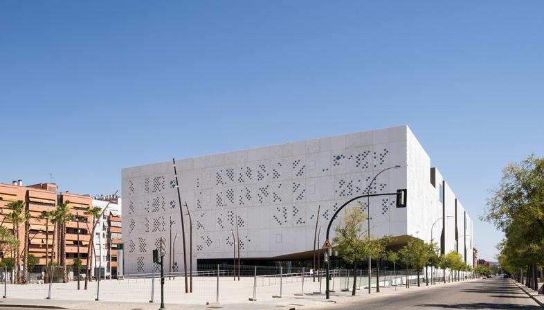 Facciata in GRC per il Palazzo di Giustizia a Cordoba di Mecanoo