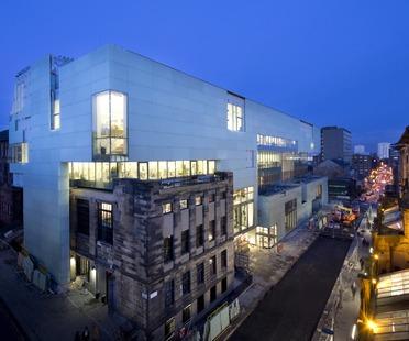 La Glasgow School di Steven Holl e i suoi tunnel di luce verticale