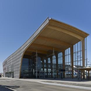 Stazione in legno lamellare e vetro, per la stazione LORIENT-BRETAGNE SUD di AREP