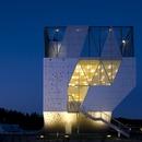 Una mini torre dello sport con facciata in alluminio di Dorte Mandrup