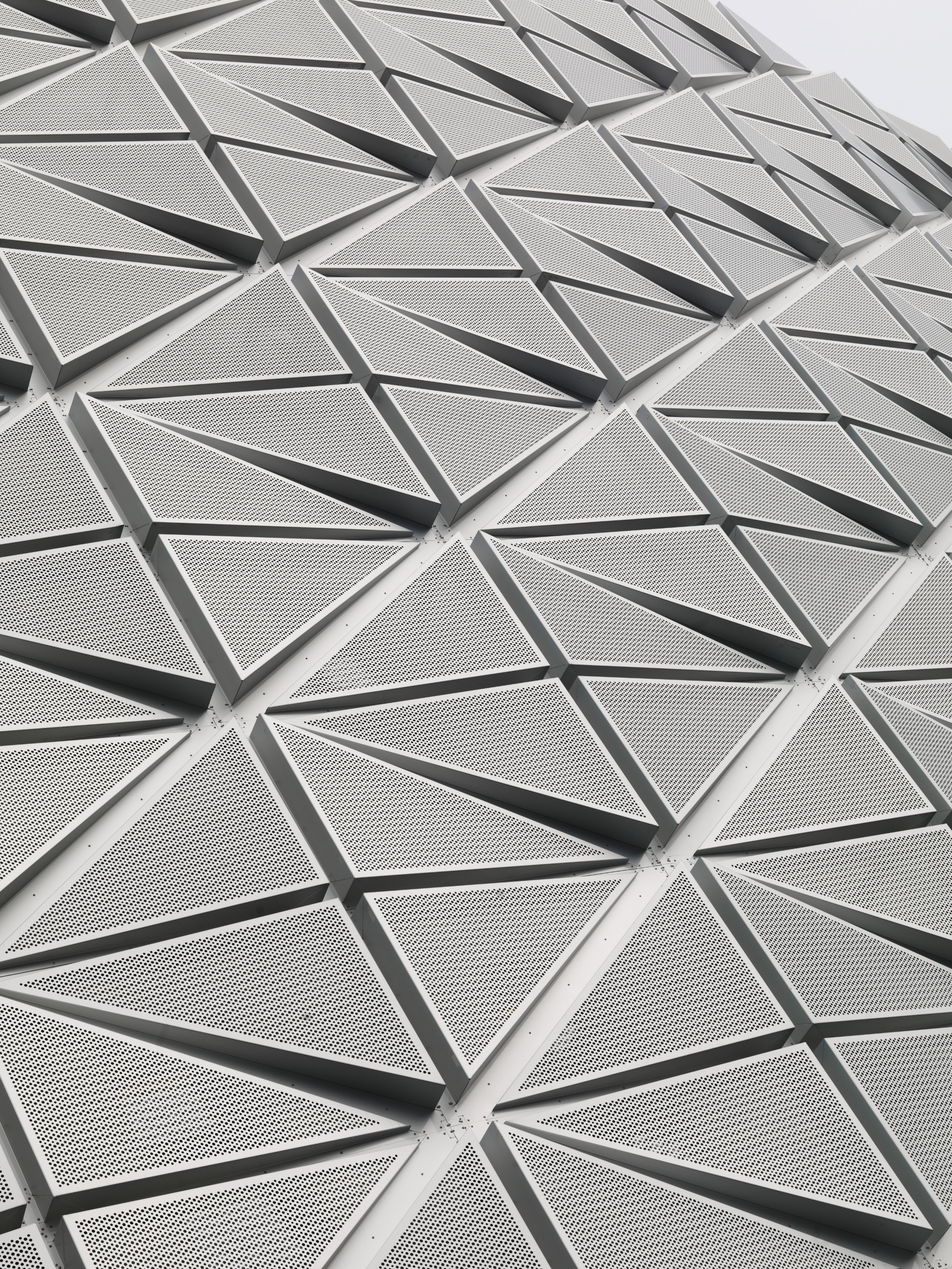 Facciata microforata per la tecnologica Friends Arena di Berg, C. F. Møller e Krook & Tjade