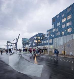 L'International School di Copenhagen dalla facciata in pannelli solari di C.F. Møller Architects