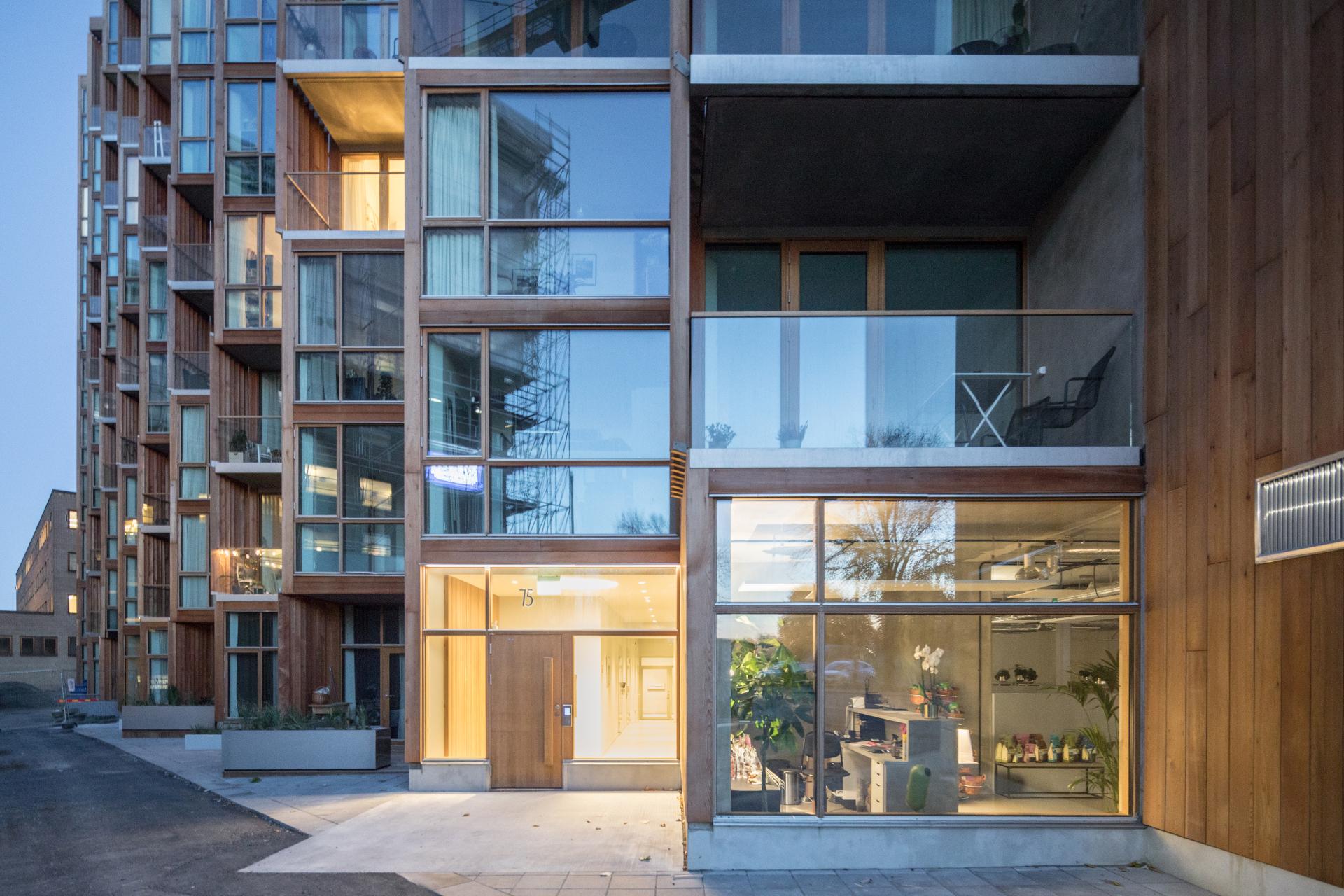 Appartamenti rivestiti in legno di cedro a gaerdetstoccolma per il