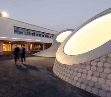 Le cupole di cemento del museo Amos Anderson art museum di JKMM a Helsinki