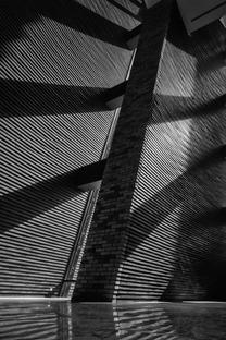 Il Wuzhen Theatre di mattoni acciaio e vetro di Kris Yao