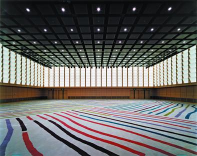 Archi di catenaria rovesci per il Tokyo International Forum di Viñoly.