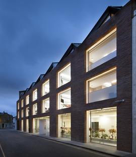 Tetto stile gambrel per gli uffici Ansdell di Seilern Architects