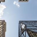 Edificio a Manhattan in cemento nero e vetro di OMA
