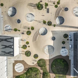 Colline di cemento a guscio per la Karen Blixen Square di COBE