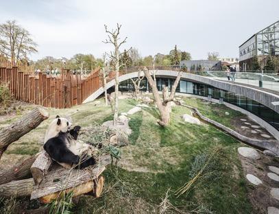 Casseri di bamboo per la Panda house yin e yan di BIG