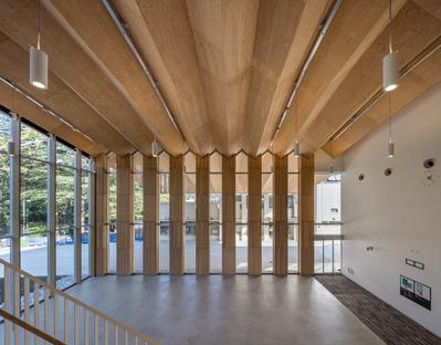 Struttura di legno per l'ICU phisical center di Kengo Kuma