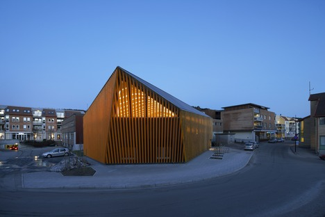 Biblioteca in legno gluelam a Vennesla di Helen & Hard architects