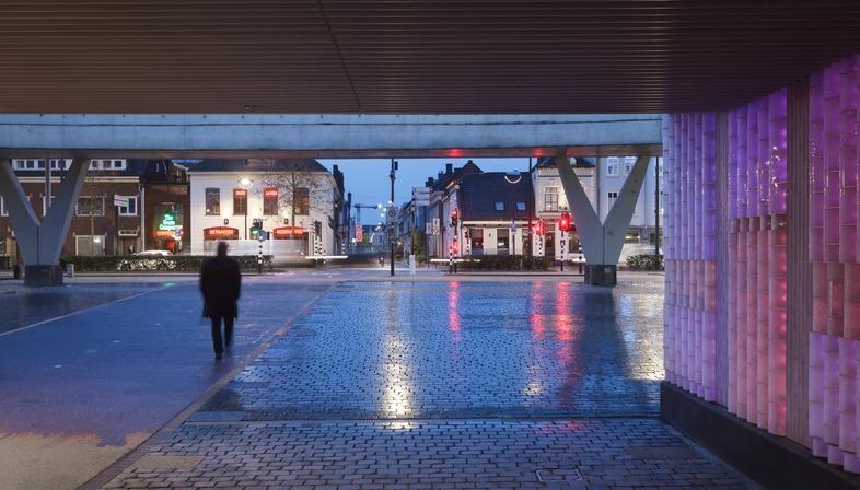 Led e vetro per il Passaggio Willelm II a Tilburg