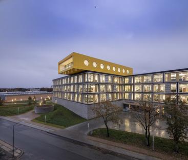 Il campus LEGO è in vetro alluminio e pietra