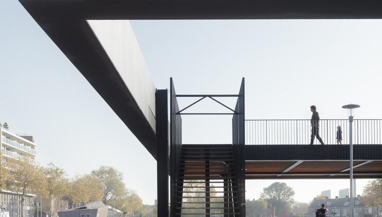 Padiglione in acciaio con travi vierendel a Tilburg di CIVIC