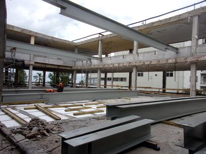 Ristrutturazione minimal in cemento e acciao di LAPS arquitectos