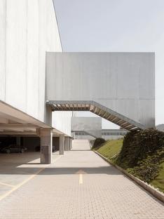 Un vivaio in cemento prefabbricato dello Studio Bressan