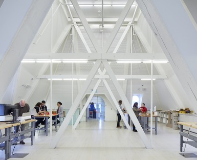 Ristrutturazione in acciaio e vetro per la biblioteca senza libri di RDHA
