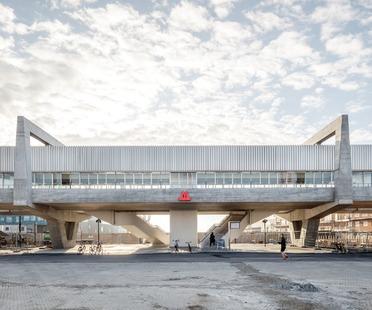 Stazione brutalista in cemento armato di COBE e Arup