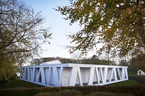 Una galleria sul lago realizzata in cemento armato da Henning Larsen