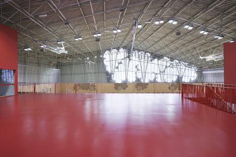 Struttura a traliccio per lo sport center a Podčetrtek di Enota