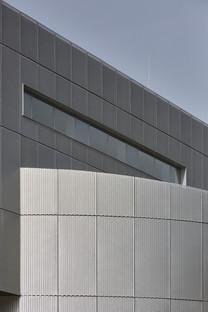 Il micro-museo degli impressionisti russi in cemento e alluminio perforato