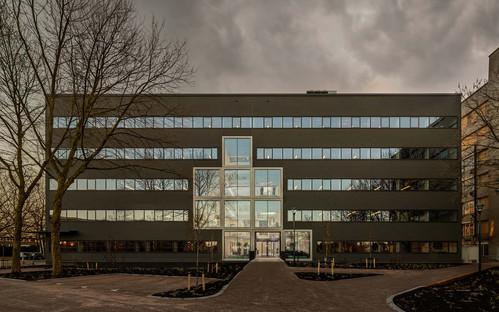 Ristrutturazione di un edificio anni '70 di Studioninedots