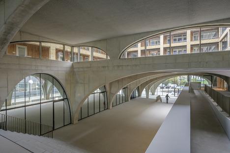 Il Westbeat di Studioninedots di mattoni e cemento