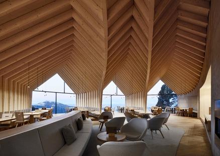 Il rifugio sull'Oberholz in cemento e legno di Peter Pichler