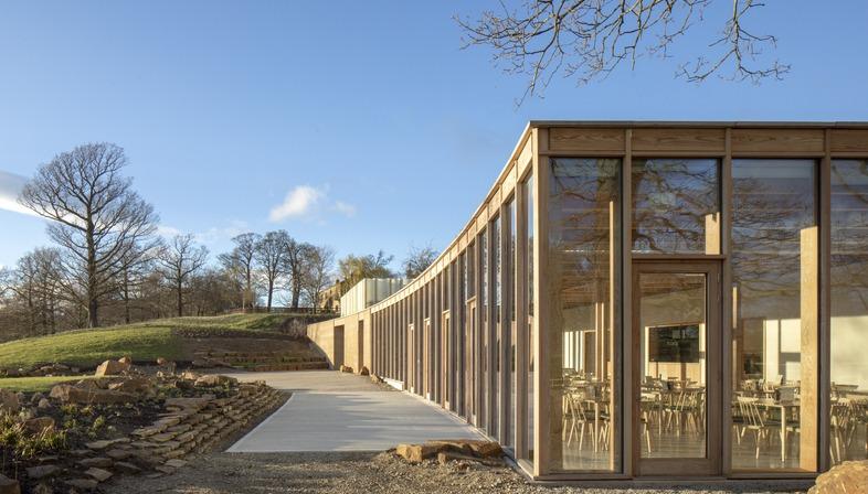 Cemento stratificato e legno per lo Yorkshire Sculpture Park di Feilden Fowles Architects