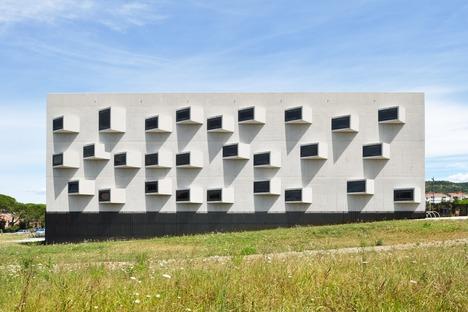 Campus universitario in vetro acciaio e cemento di Dekleva Gregoric architects