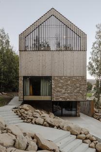 Appartamenti in legno e pietra di Studio de.materia