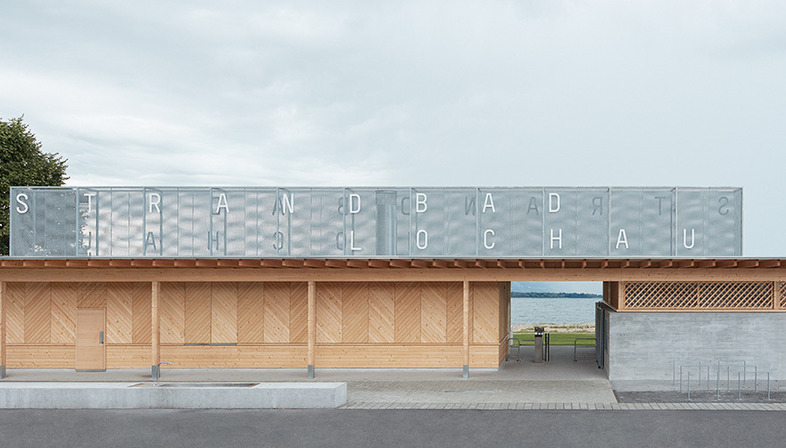Stabilimento balneare lacustre in legno di Matt Innauer