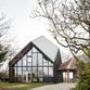 Una casa di legno, calce, canapa e paglia di NU Architectuur